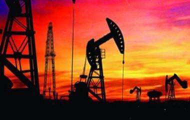 原油意外大降及美元承压重挫 油价周三强势走高
